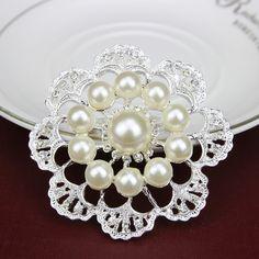 Exquisite Imitation Cream Pearl Flower Brooch For Women Rhinestone Wedding Brooch Pins Gold Plated Elegant Women Broach