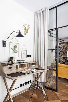 Un appartement contemporain et vintage - PLANETE DECO a homes world Tiny Home Office, Studio Apt, Cool Office, Vintage Office, Office Workspace, Wood Interiors, Decoration, Small Spaces, House Plans