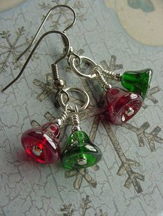1/4 long red and green Czech glass bells finished with silver finish findings and stainless steel fishhook earwires. Length from ear: just Diy Christmas Earrings, Beaded Christmas Ornaments, Christmas Bells, Christmas Jewelry, Diy Jewelry, Jewelery, Beaded Jewelry, Jewelry Ideas, Diy Earrings