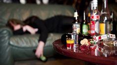 Lou et ses parents vont rendre visite à la tante de Lou. Elle est divorcée et elle a besoin d'un peu d'amour. Ils restent là pour quelques jours. No reste à la maison parce qu'elle doit travailler. Quand la famille retourne à la maison, No n'est pas là. Ils voient des bouteilles vides par terre. No travaille dans la nuit maintenant, parce que c'est mieux payé. Elle est stressée et elle a un problème d'alcool. Elle boit trop de bière et de whiskey.