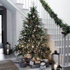 7 Simple Christmas Decorating Ideas from The White Company Christmas Decorations start with the big tree ideally in pride of place and reaching the ceiling Source by trendytree Decorations Christmas, Scandinavian Christmas Decorations, Christmas Themes, Homemade Decorations, Modern Christmas Decor, Holiday Decor, Christmas Tree With Gifts, Beautiful Christmas Trees, Christmas Christmas