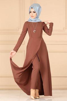 Modaselvim New Products - Hijab Istanbul Page 2 Stylish Dresses For Girls, Stylish Dress Designs, Designs For Dresses, Frock Fashion, Abaya Fashion, Fashion Dresses, Muslim Women Fashion, Islamic Fashion, Moda Harajuku