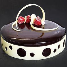It's 37 now meri gf ki pa ha kya sab pata ha tuhje Elegant Desserts, Fancy Desserts, Delicious Desserts, Cake Cookies, Cupcake Cakes, Decoration Patisserie, Glass Cakes, Chocolate Decorations, Holiday Cakes