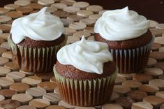 Gingerbread cupcakes are easy to make and the taste is out of this world. Bake these cupcakes and top them with a cream cheese frosting.