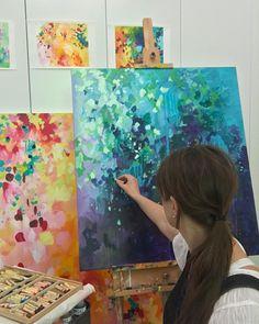 いいね!976件、コメント14件 ― Susan Nethercoteさん(@susan.nethercote)のInstagramアカウント: 「There has been a lot of oil pastel applied to paintings this week as lots of canvases are nearing…」