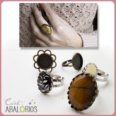 Anillo con camafeos. Cabuchones de Ojo de Tigre en: www.cuentabalorios.com #camafeos #cameo