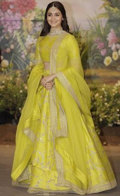 Lehenga Choli Latest, Lengha Choli, Sabyasachi, Kajol Saree, Anarkali Dress, Indian Bridesmaid Dresses, Indian Dresses, Indian Outfits, Lehenga Wedding