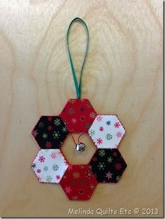 Another Hexie Ornament from Hexie Club Quilted Christmas Ornaments, Fabric Ornaments, Felt Christmas, Handmade Christmas, Christmas Patchwork, Christmas Quilt Patterns, Christmas Sewing, Christmas Quilting, Christmas Projects