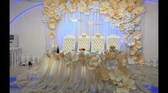 Бумажные цветы для оформления прекрасны Президиум и фон выполнены в едином стиле