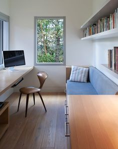 Garden Home Office, Home Office Setup, Home Office Space, Office Interior Design, Office Interiors, Espace Design, Small Home Offices, Small Rooms, House Rooms