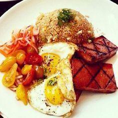 filipino breakfast: eggs, fried rice, & choice of tapa, tocino, longganisa, or spam... Filipino Breakfast, Spam, Fried Rice, Nom Nom, Seafood, Bacon, Brunch, Veggies, Fruit