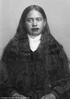 An unidentified Maori woman with a chin moko, circa tattoos shoulder tattoos designs tattoos forearm tattoos face Small Quote Tattoos, Small Tattoos With Meaning, Cute Small Tattoos, Maori Tattoos, Maori Tattoo Designs, Mother Daughter Tattoos, Tattoos For Daughters, Maori People, Polynesian Art