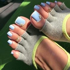 Pretty baby blue nail polish with white tips and jewel accents Pretty Toe Nails, Cute Toe Nails, Pretty Toes, Toe Nail Art, Pretty Baby, Blue Pedicure, Pedicure Nails, Blue Nail Polish, Toe Polish