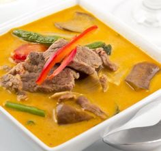 Want some curry in a hurry? We have a huge and diverse selection of recipes. This Thai Red Curry Beef takes 10 minutes o Ground Beef Pasta, Ground Beef Dishes, Thai Red Curry Beef, Pull Apart Rolls Recipe, Healthy Baking, Healthy Recipes, Curry In A Hurry, Easy Meals, Food