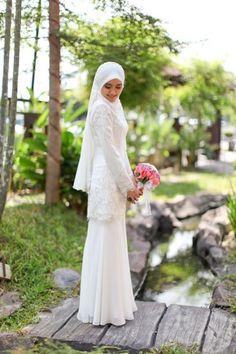 dis one nice Hijabi Wedding, Muslimah Wedding Dress, Muslim Wedding Dresses, Muslim Brides, Wedding Gowns, Muslim Dress, Bridal Hijab, Hijab Bride, Malay Wedding Dress