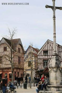 Provins is a Medieval Town, well known for its medieval fairs. Located at only 70 Km from Paris, Provins is a cool and easy day-trip to do from the City of Lights.