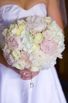 I love the pale pink in this bouquet.#Repin By:Pinterest++ for iPad#