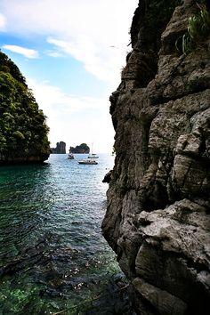 10 beautiful beaches around the world: Maya Bay Ko Phi Phi Thailand