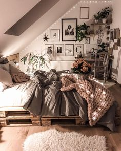 Room decor - 35 dorm room essentials create a stylish space for lounging, studying & sleeping 24 Room Ideas Bedroom, Bedroom Inspo, Bedroom Decor, Teen Bedroom, Bedroom Designs, Bedroom Inspiration, Modern Bedroom, Ideas For Bedrooms, Bedroom Ideas For Small Rooms Cozy