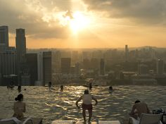 Picture of swimmers in infinity pool overlooking Singapore skyline