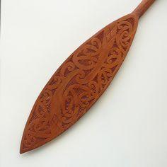 Maori Designs, Maori Patterns, Paddle Boat, Surfboard Art, Maori Art, Aboriginal Art, Wood Sculpture, New Zealand, Carving