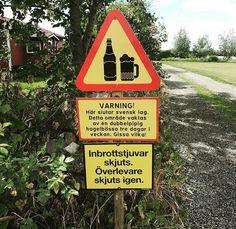 Niclas Nordström, från Olofström hittade ovanlig trafikskylt i Tosteberga. Funny Signs, Funny Memes, Jokes, Oops Photos, Alcohol Drink Recipes, Haha, Alcoholic Drinks, Sprit, Outdoor Decor