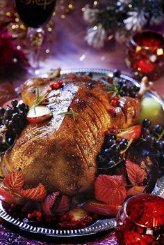 Senf- und Knoblauchbratengans - A dickens Christmas - Christmas Dinner Menu, Christmas Entertaining, Christmas Cooking, Christmas Roast, German Christmas, Christmas Christmas, Wild Game Recipes, Duck Recipes, Turkey Recipes