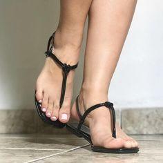 Necessito comprar tornozeleiras 😂😂😂 Se alguém souber de algum site confiável me manda no direct ❤️