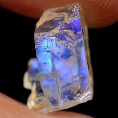 BLUE FLASH NATURAL UNHEATED MOONSTONE ROUGH SPECIMEN