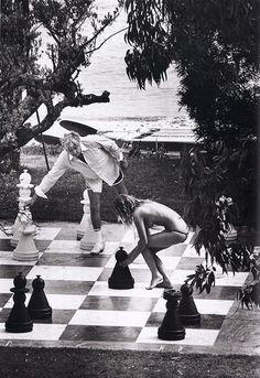 Mr Gunter Sachs in St Tropez, 1978 Photo © Elliott Erwitt/ Magnum Photos Porfirio Rubirosa, Giant Chess, Isle Of Capri, Elliott Erwitt, Slim Aarons, Gio Ponti, Magnum Photos, Cover Pics, Brigitte Bardot