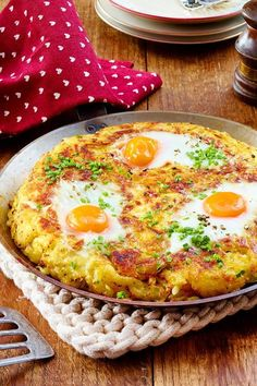 Omelet, Frittata, Fall Dishes, Cooking Recipes, Healthy Recipes, Eat Smart, Food Hacks, Breakfast Recipes, Food Porn
