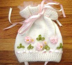 Baby knit boties free pattern - Knitting and Crochet - Crochet Kids Hats, Baby Hats Knitting, Knitting For Kids, Baby Knitting Patterns, Knitted Hats, Baby Dress Patterns, Baby Pullover, Baby Bonnets, Baby Sweaters