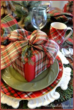 images of tartan christmas Christmas Table Settings, Christmas Tablescapes, Christmas Table Decorations, Decoration Table, Christmas Themes, Christmas Crafts, Christmas Candles, Holiday Tables, Thanksgiving Table