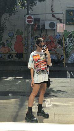 Looks para definir si eres Soft Girl, E-Girl o VSCO Girl - - ¿Tú con cuál te identificas más? Indie Outfits, Edgy Outfits, Retro Outfits, Cute Casual Outfits, Fashion Outfits, Summer Tomboy Outfits, Fashion Clothes, Sneakers Fashion, Vintage Summer Outfits