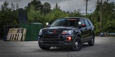 2017 Ford Police Interceptor Utility equipped with rear spoiler warning lights Ford Police, State Police, Police Cars, Police Vehicles, Rescue Vehicles, Radios, 4x4, Ford News, Emergency Vehicles