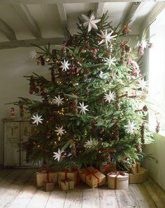 Cool 39 Superb Primitive Country Christmas Trees Ideas To Copy Right Now. Primitive Country Christmas, Country Christmas Trees, Noel Christmas, Merry Little Christmas, Rustic Christmas, All Things Christmas, Winter Christmas, Vintage Christmas, Simple Christmas