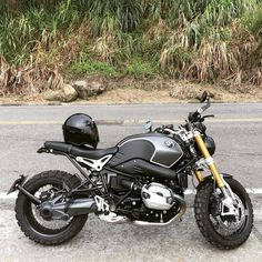 Amazing R nine T colorway ! R Nine T fan page of Instagram ⚪️⚫️ Hashtag #rninetofig or tag me in your post to be featured. Email us your high quality pictures: RNineTofIG@gmail.com #rninet #r9t...