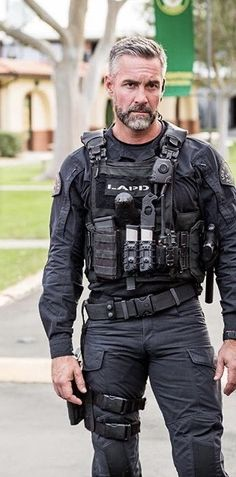 Men i Like and Think are Hot Cop Uniform, Men In Uniform, Silver Foxes Men, Swat Police, Hot Cops, Old Movie Stars, Beautiful Men Faces, Older Men, Suit And Tie