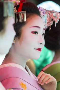 """Maiko Shouko watching the Gion Matsuri's Hanagasa Junko parade by Michael G on FlickrHer """"sister"""" Mikako participated in the parade this year"""