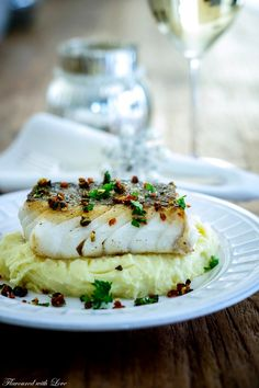 Fish lovers can be particularly happy in the cold season. Because from January to April the tasty Skrei is fished in Norway. The noble winter cod from the Barents . Skrei on puree of mascarpone with chorizo ​​gremolata Nicole Z nicolezehnel Fisch Mexican Dinner Recipes, Cuban Recipes, Dutch Recipes, Greek Recipes, Pastry Recipes, Chorizo, Gremolata, Borscht Soup, Gourmet