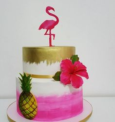 Love the flamingo and the pink and metallic gold color combo of this flamingo cake! Perfect for a flamingo theme bachelorette party! Flamingo Cake, Flamingo Birthday, Luau Birthday, Birthday Parties, Luau Cakes, Party Cakes, Fete Emma, Flamenco Party, Tropical Party