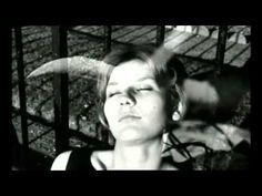 La Jetée -1962 Chris Marker  https://www.youtube.com/watch?v=zKW8kLGJYXg