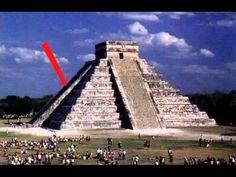 El asombroso calendario solar del edificio principal maya en Yucatán, la pirámide de Kukulcán, presenta en los equinoccios del 21 de marzo y el 21 de septiembre un hermoso espectáculo de luces y sombras, con la imagen de la serpiente emplumada descendiendo por las escalinatas  de la pirámide.