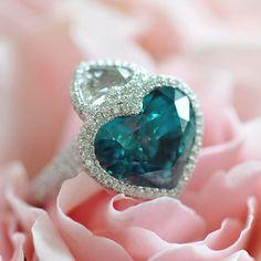 In the Zircon zone 💦 Zircon and Diamond ring by Ricardo Basta Fine Jewelry - Zircon ring #ricardobasta #aotd #zircon