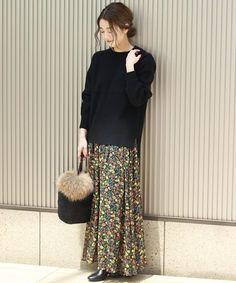 ◆着やすい花柄のマキシ丈スカート  軽いシフォンなので真夏に涼しく着こなせ、やや秋を感じるカラーでシックに。 裾は透け感があるので秋にかけても重さがなく着て頂けます。