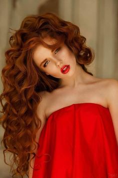 Her hair is fantastic! #makeup Redhead with very long curly hair.