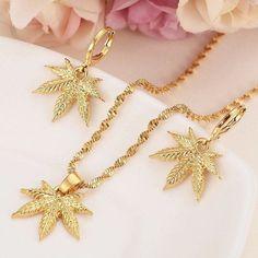 Leaf Necklace, Gold Pendant Necklace, Simple Necklace, Layered Necklace, Leaf Jewelry, Bridal Jewelry, Jewelry Gifts, Fine Jewelry, Chain Jewelry