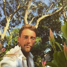 #ClaudioMarchisio Claudio Marchisio: Fine giornata... Sole,spiaggia e mare. Buona serata a tutti! @fortevillage #holidays #family #sardinia #sardiniaexperience #flowers #sun #saturday #aroundthevillage