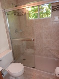Samples small bathroom designs use small tiles to do for Small bathroom design samples