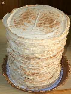 Crispy flat bread everyday, special breads for feasts and events. Discover Bitti bakery tradition